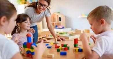 Dzieci podczas terapii w poradni Praktis