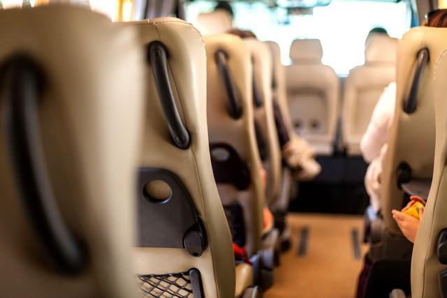 Wnętrze busa wynajmowanego w firmie Kuszewski