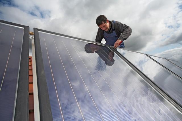 Panele fotowoltaiczne montowane przez fachowca APP Energy