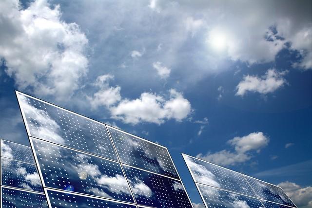 Panele fotowoltaiczne zamontowane przez firmę APP Energy Kielce