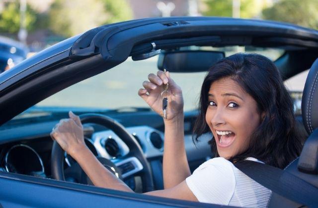 Kobieta po sprzedaniu auta do skupu Auto-Bart